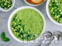 Зелена студена супа гаспачо със спанак, краставица и зелена салата - снимка на рецептата